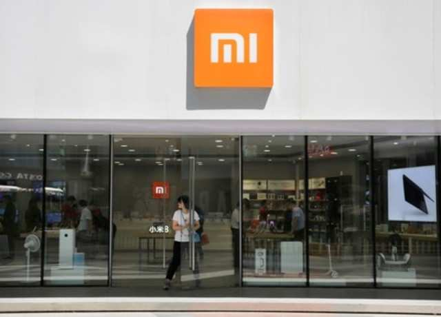 A customer walks out of a Xiaomi store in Beijing, China June 21, 2018. REUTERS/Jason Lee