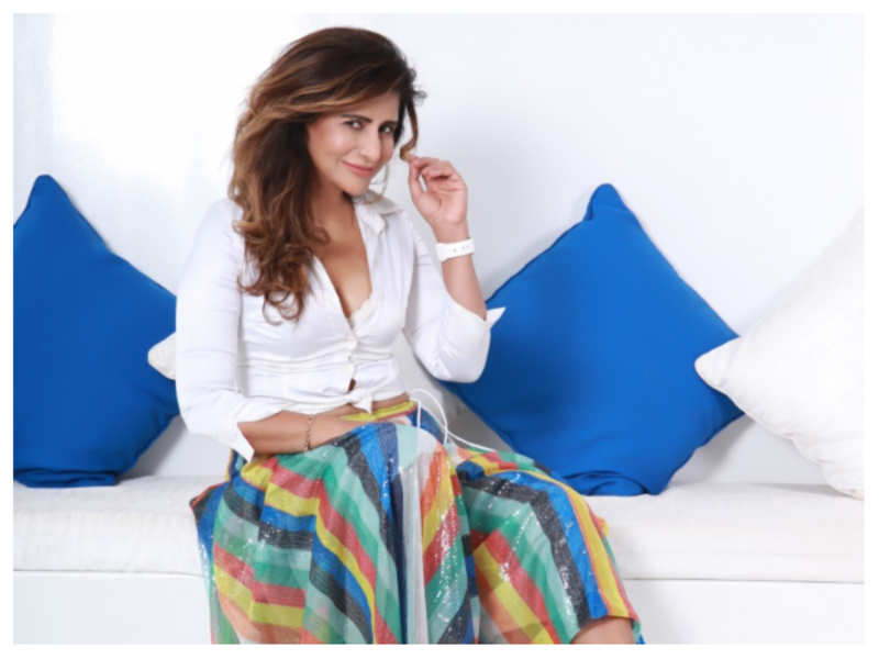 Saru Maini debuts in Hollywood film '5 Weddings'