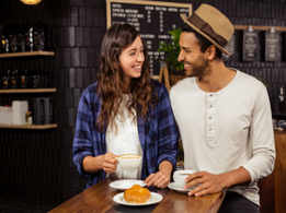 Should a man or a woman pay the bill on their first date?