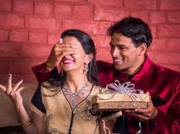 Karwa Chauth 2018: Romantic gift ideas to surprise her this Karwachauth