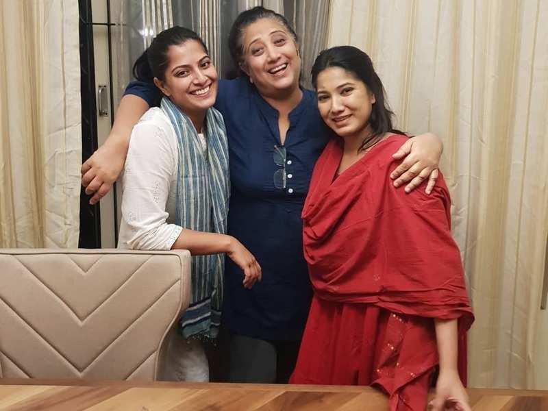 Varalakshmi Sarathkumar: Unnai Arindhal host Varalakshmi ...