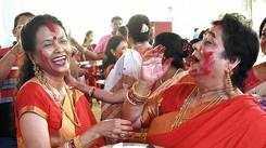 Ladies enjoy sindoor khela at this pandal in Lucknow