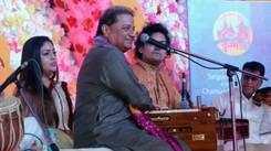 Anup Jalota performs at 95th birth anniversary celebration of tabla maestro late Kishan Maharaj