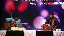 Guitar and Violin jugalbandi by Prateek Rajkumar and Rajas Upadhye at Swara Deepawali