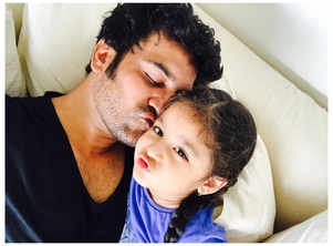 This picture of Sharad Kelkar and his daughter Kesha is too cute to miss