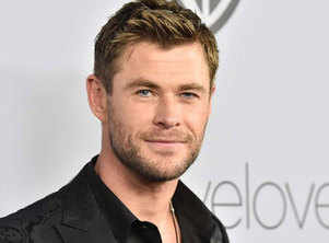 Chris Hemsworth shares a new video from his workout session
