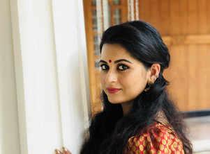 Sruthi Lakshmi about Thenum Vayambum