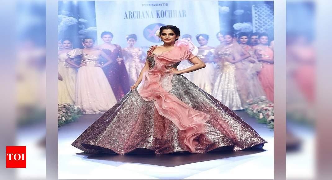 Priya Bapat Oozes Elegance As She Dresses Up For Pune Times Fashion Week Marathi Movie News Times Of India