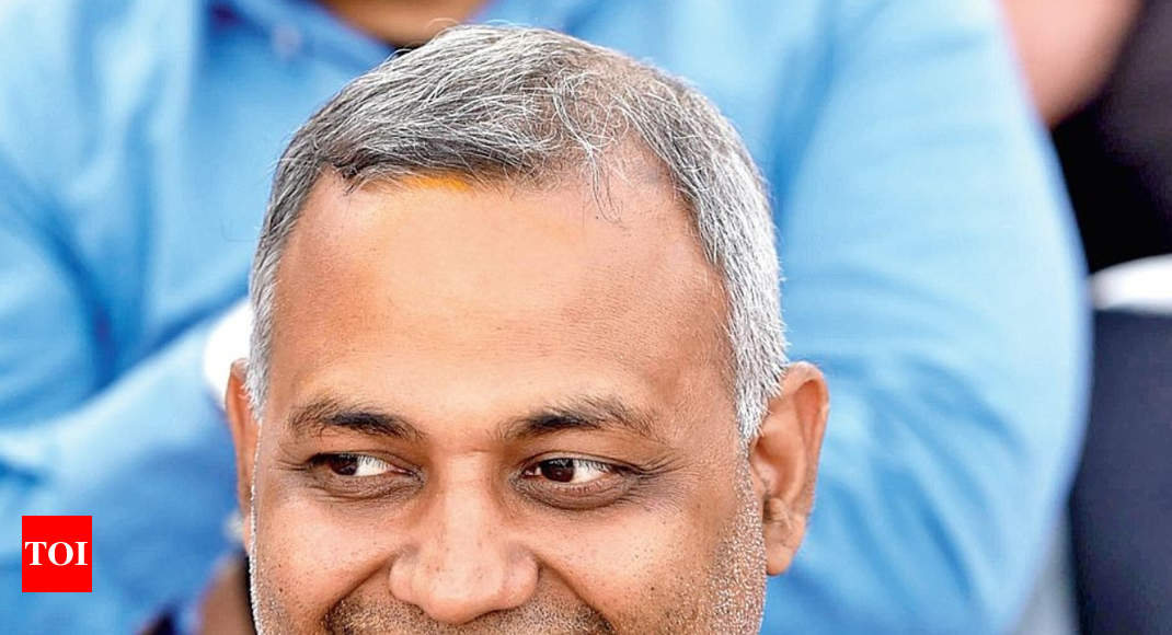 AAP MLA Somnath Bharti booked for 'hurling abuses' at woman scribe - Times of India