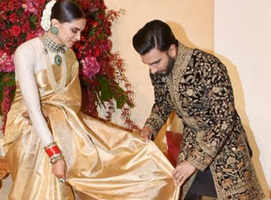 VIDEO: Ranveer manages Deepika's 'pallu'