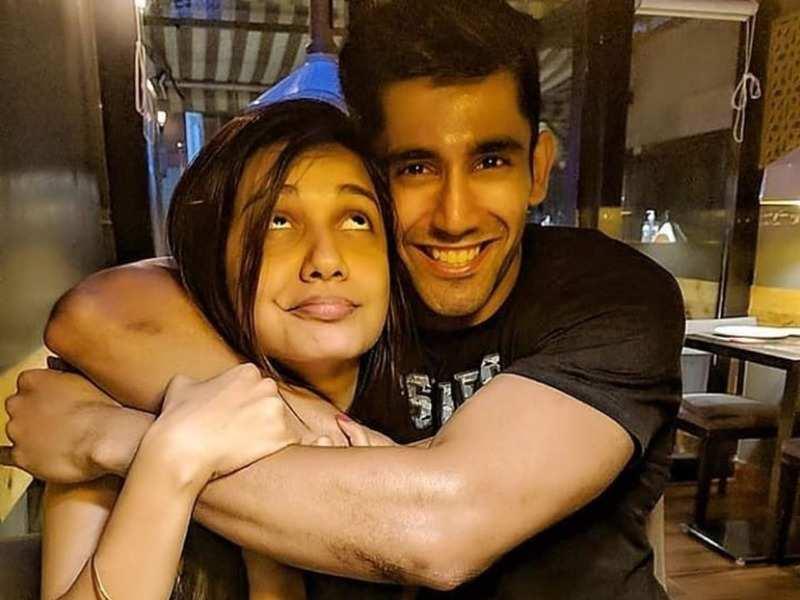 Benafsha Soonawalla's ex-boyfriend Varun Sood proposes marriage to Divya Agarwal; see video