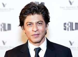 Photo: SRK blesses newlywed fans