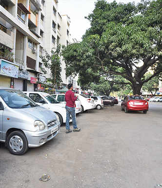 Unclaimed vehicles halt footpath work