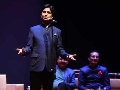 Kumar Vishwas, other poets make audience laugh, think