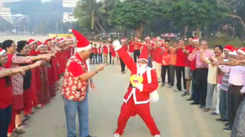 Mumbaikars ring in Christmas Day with themed laughter