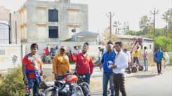 Sanjay Maurya shoots for a Hindi film in Umbergaon