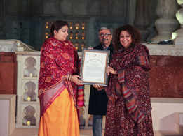Madhu Jain Honoured by Ministry of Textiles' Award