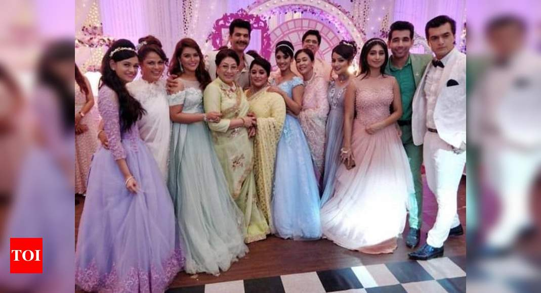 Mohsin Khan Shivangi Joshi And Team Dance On Yeh Rishta Kya Kehlata Hai S Title Track At Former S Sister Zeba S Wedding Times Of India Kartik shared a picture of his look for the a post shared by mohsin khan (@khan_mohsinkhan) on jan 12, 2020 at 9:35am pst. team dance on yeh rishta kya kehlata