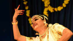 Athira Shankar's mohiniyattam performance in Changampuzha Park