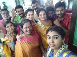 Pandian Stores team greets fans for Pongal