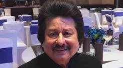 Ghazal singer Pankaj Udhas sings his latest number 'Raat Woh Ruki Nahin' and it's beautiful
