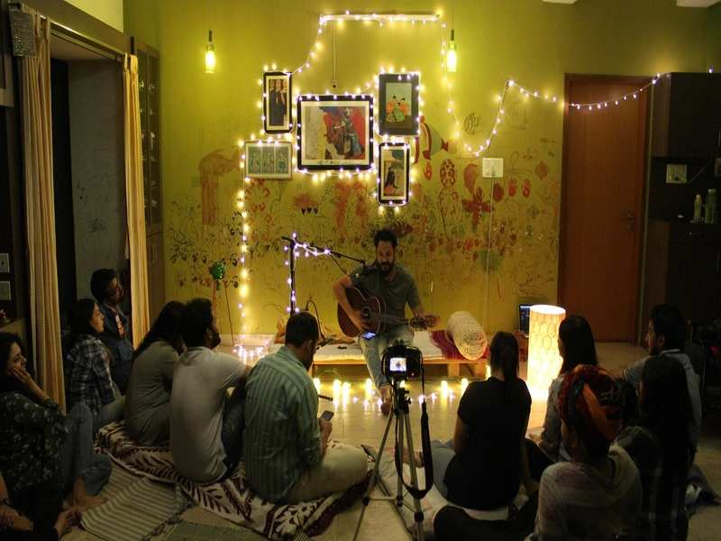 Curiosity, cosy setting, and a room full of zestful listeners