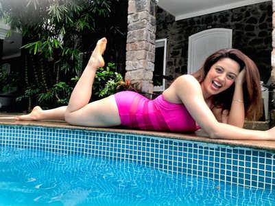 Nehha Pendse redefines hotness in this pic