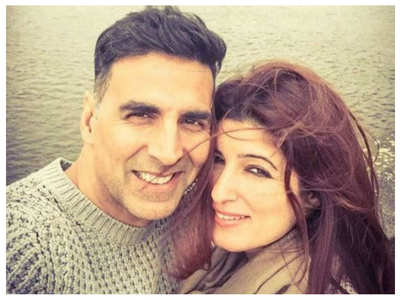 Pics: Akki-Twinkle's 18th wedding anniversary
