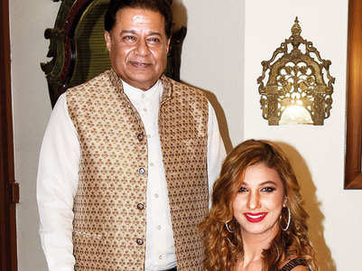 BB 12's Anup Jalota hosts a reunion party