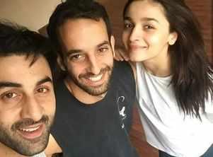 Ranbir-Alia's selfie from 'Brahmastra' set