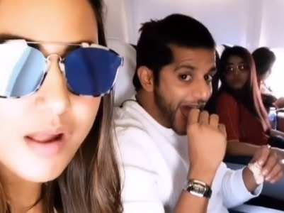 Hina Khan meets KVB on a flight