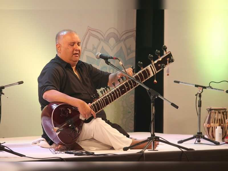Ustad Shujaat Khan enthrals Nagpurians with his soulful music