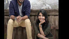 Etho Mazhayil song from Vijay Superum Pournamiyum is a celebration of love