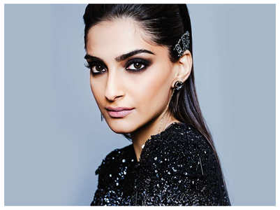 Sonam changes her name to Zoya Singh Solanki