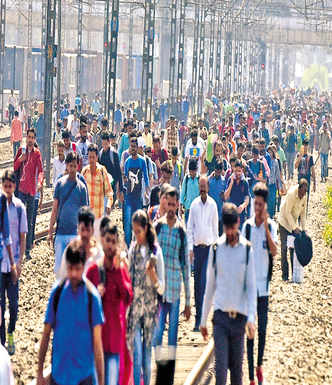 Thousands stranded by rail roko