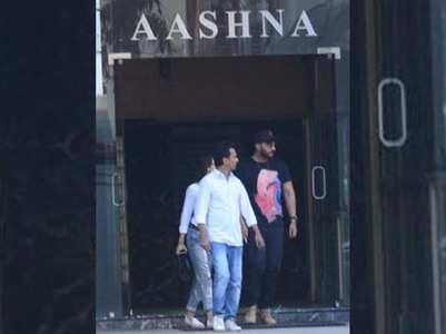 Arjun and Malaika at Vikram Phadnis's house