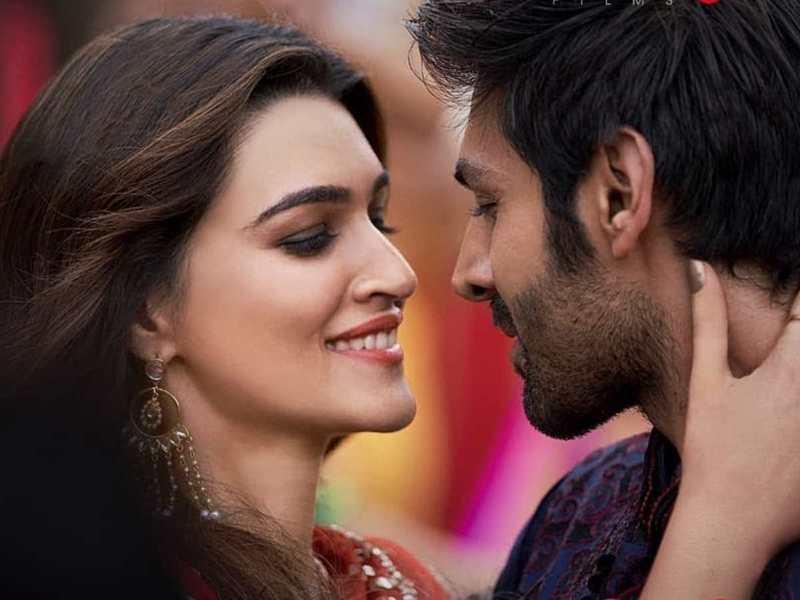 Luka Chuppi Song Tu Laung Main Elaachi Kartik Aaryan And Kriti Sanon Dazzles In Another Recreated Song Hindi Movie News Times Of India