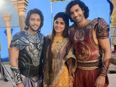 Karn Sangini actors bid adieu to their fans