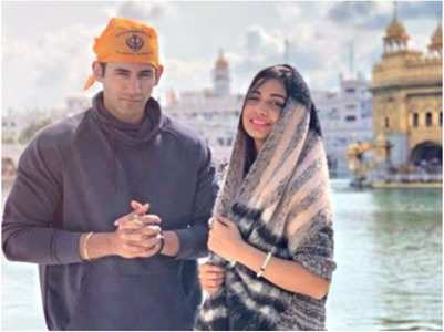 Divya-Varun offer prayers at Golden Temple