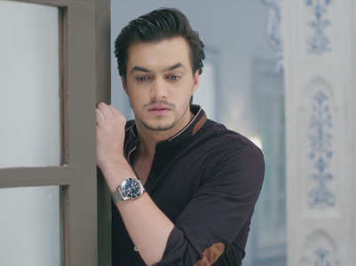 Kartik goes to bring Naira back home