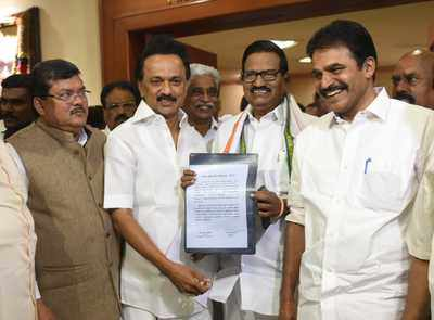 Lok Sabha elections 2019: Congress signs seat-sharing agreement with DMK,  to contest 9 seats in Tamil Nadu | India News - Times of India
