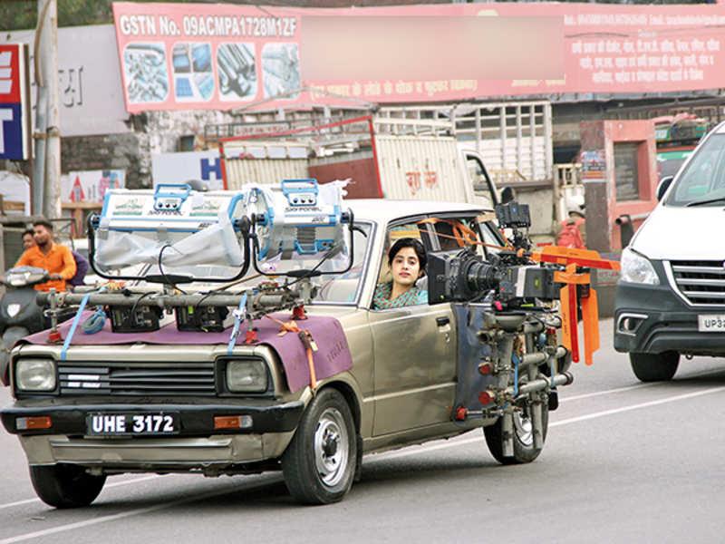 Janhvi while shooting in Nirala Nagar in Lucknow (BCCL/ Aditya Yadav)