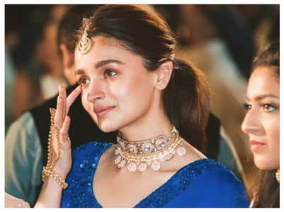 Alia gets teary-eyed at her bestie's wedding