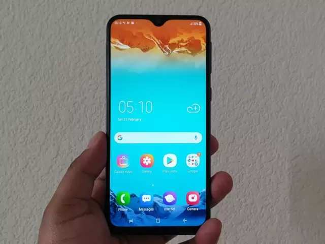 Samsung Galaxy M20's flash sale at 12pm today on Amazon India's website