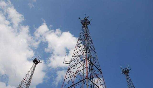 Airtel, Jio, Vodafone Idea pay over Rs 6,000 crore spectrum dues in March; RCom yet to pay