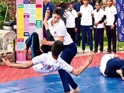 Chandigarh: Women police demonstrate self-defence techniques