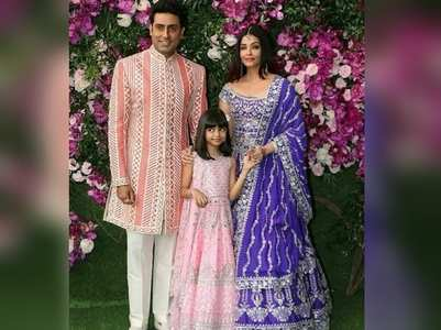 Bachchan's pose for a family picture
