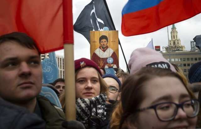 """Online """"iron curtain"""" in Russia: Thousands of Russians take to the streets to protest"""