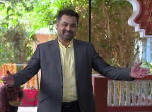 Vikrant returns back, meets Isha