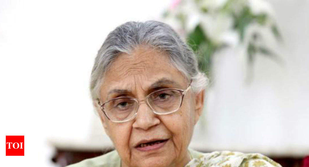 'Manmohan was not as strong as Modi in dealing with terror', says Sheila Dikshit; later clarifies -
